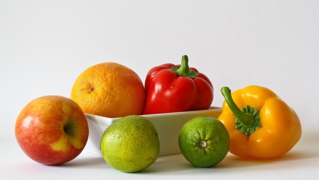 Овощи и фрукты насыщенных оттенков.